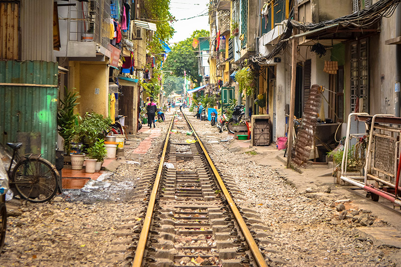 train tracks in hanoi