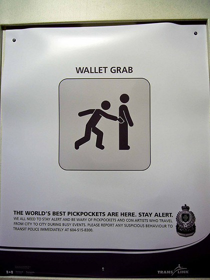 A public advertisement brings attention to pickpockets in the area and warns tourists and locals alike to stay alert.