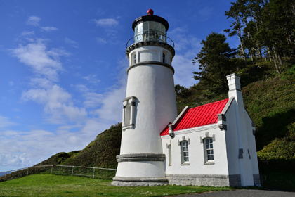Heceta Head Lighthouse and the nearby Keeper's Cottage are available to rent by travellers coming through the West Coast of Oregon.
