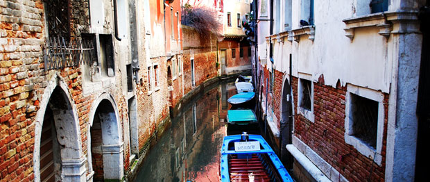 Navigate Venice without a map. It's easy. The canals of Venice run between houses.
