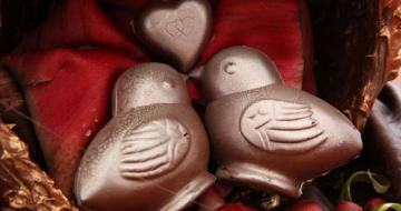 Chocolate birds kissing